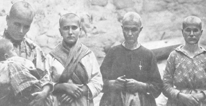 Cuatro mujeres rapadas al cero por los franquistas en Oropesa (Toledo) por ser familiares de republicanos.Fundación Pablo Iglesias