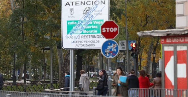 Panel en la vía pública sobre la entrada en vigor de Madrid Central./ Ayuntamiento de Madrid.