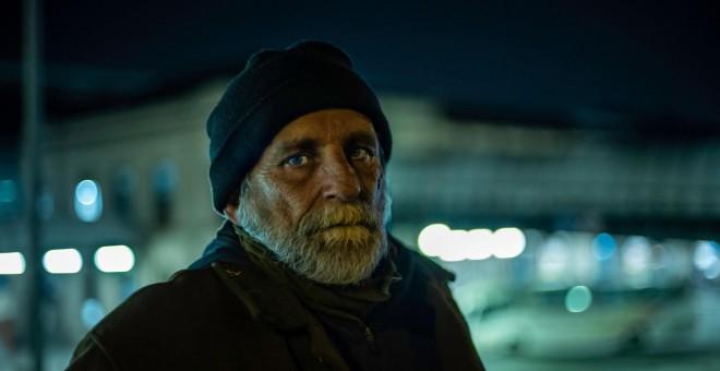"""El drama de vivir en la calle: """"Nadie elige dormir en un cajero"""""""