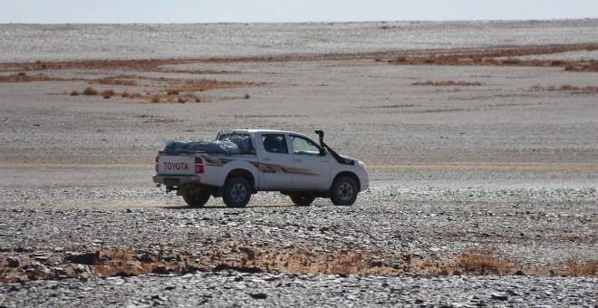 Un coche del Frente Polisario en el desierto del Sahara Occidental. JOSE CARMONA