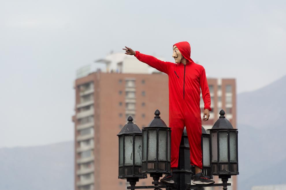 Un manifestante durante una protesta en Chile el pasado 25 de octubre. – Carlos Figueroa (WikiCommons).