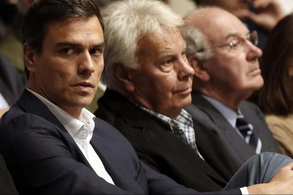 Pedro Sánchez y Felipe González EFE