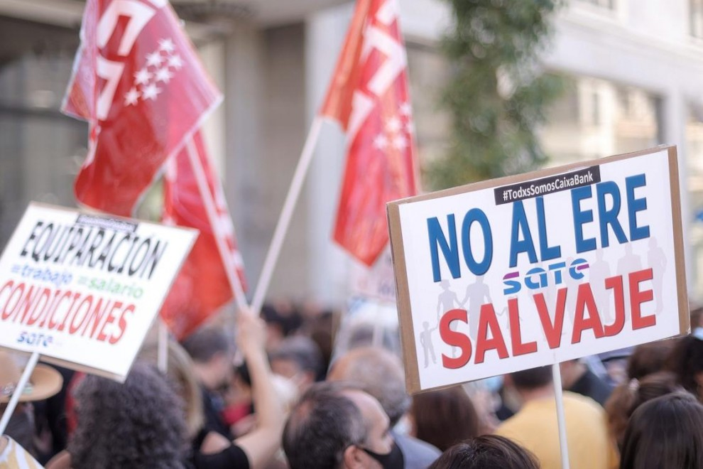 Concentración de trabajadores de Caixabank en Madrid durante su segunda jornada de huelga en protesta por el ERE. E.P./Eduardo Parra