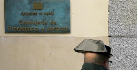 La guardia civil busca contratos de la 39 p nica 39 en la sede for Sede de la presidencia de la comunidad de madrid