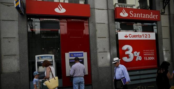 El santander anuncia despidos y el cierre de 450 oficinas for Oficinas banco santander en roma