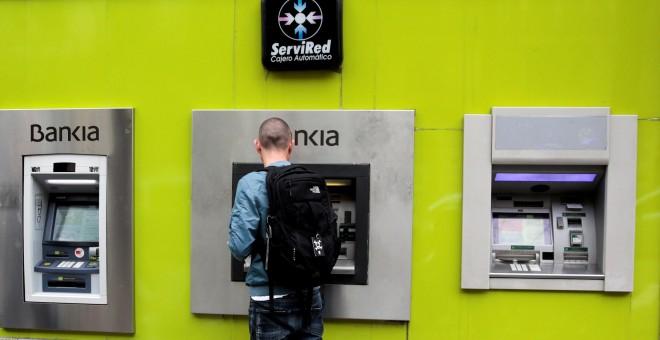 Bankia ha devuelto ya millones a peque os for Bankia oficina por internet