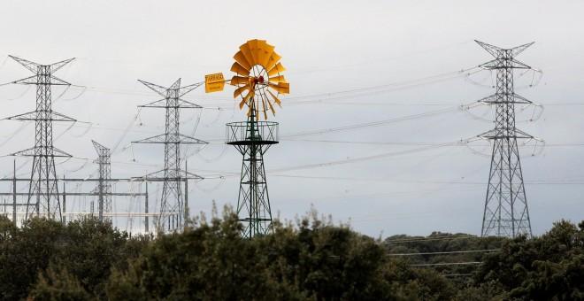 La menor demanda el viento y la lluvia hacen que el for Subida de tension electrica