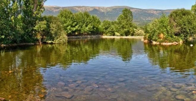 Verano las diez piscinas naturales m s impresionantes de for Piscinas naturales sevilla