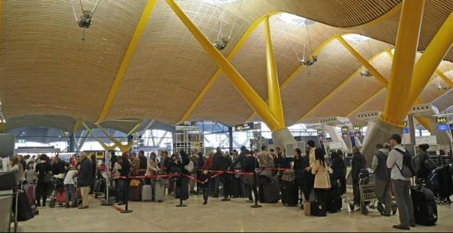 Colas formadas en los controles de seguridad del aeropuerto Madrid-Barajas  debido a una antigua 3380c88391fc6