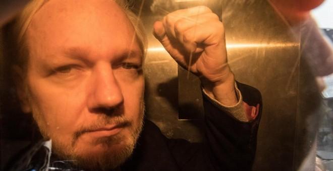 La Fiscalía sueca retira los cargos contra Assange por violación