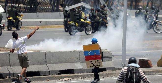 Venezuela: Enfrentamientos Entre Uniformados Y