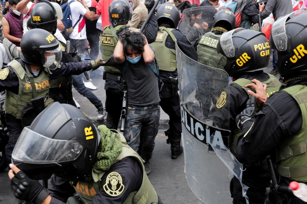 España sigue armando a los antidisturbios de Perú y Togo, señalados por vulnerar los derechos humanos