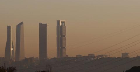 09 02 2011 08 30 Actualizado  09 02 2011 08 30. MANUEL ANSEDE. La boina de  contaminación que cubre estos días Madrid ... a34ffc0bfb7