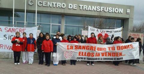 Encierro contra la privatizaci n de la recogida de sangre en la comunidad de madrid diario p blico - Recogida de muebles comunidad de madrid ...