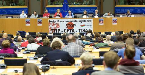 Acto contra el TTIP, CETA y TISA organizado por el GUE este martes, en Bruselas. FLICKR GUE/NGL