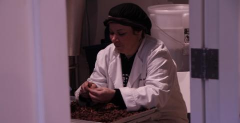 Sheree McKay, exdrogodependiente que ahora trabaja en la chocolatería East Van Roasters. Q. C.