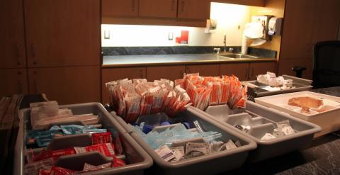 Material ya preparado para los drogodependientes en el Insite. Q. C.