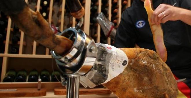 La industria vinculada a la producción del jamón ocupa el primer lugar en el sector agroalimentario de Castilla y León, con una facturación en ventas anual que supera los 8.000 millones de euros.