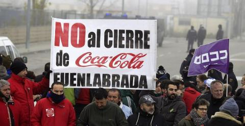 Los trabajadores de Coca-Cola protestan por el desmantelamiento de la planta de Fuenlabrada. /EFE