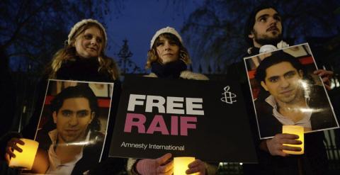 Acto de Amnistía Internacional para reclamar la puesta en libertad de Raif Badawi. EFE