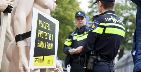 Una protesta ante la embajada rusa en Holanda. AI