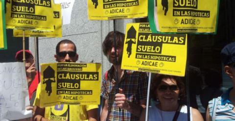 Imagen de una de las manifestaciones contra las clausulas del suelo. /EFE