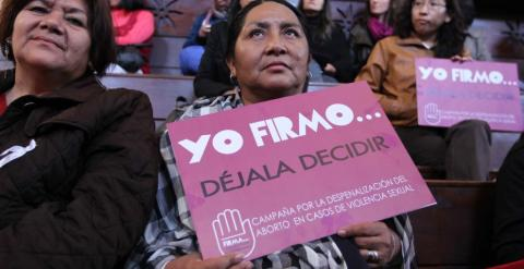 Mujeres peruanas piden en Lima despenalizar el aborto./ EFE