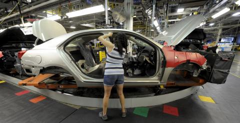 Auto worker Linda Martinez installs a part on a 2015 Chevrolet Malibu being built at GM's Fairfax assembly plant in Kansas City Kansas May 4, 2015. REUTERS/Dave Kaup
