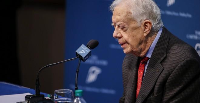 El expresidente Jimmy Carter, durante la rueda de prensa que ha ofrecido en el Carter Center de Atlanta, Georgia, en la que ha anunciado que inicia un tratamiento de radiación para combatir el cáncer que padece y que ya se le ha extendido al cerebro. EFE/