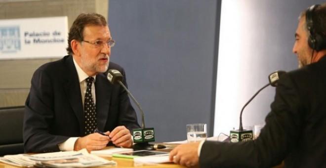 El presidente del Gobierno, Mariano Rajoy, durante su entrevista en La Moncloa con Onda Cero