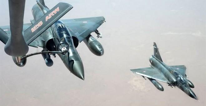 Francia responde a la matanza de París con el mayor bombardeo de su historia al feudo del ISIS en Siria