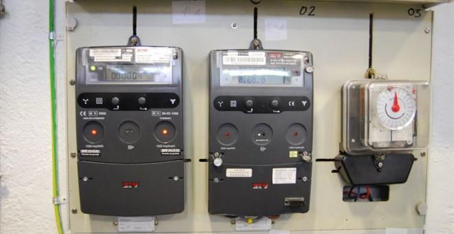 Las claves para conseguir ahorrar con el nuevo recibo de for Manipular contador luz digital