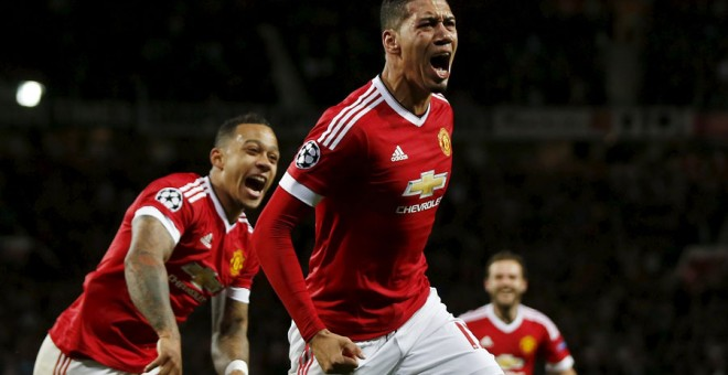 Smalling celebra el segundo gol del Manchester United al Wolfsburgo. Reuters / Lee Smith