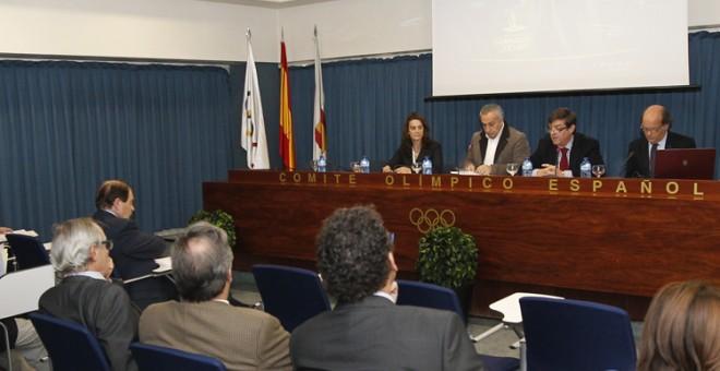 El jueves pasado se reunió el COE con las federaciones olímpicas y no olímpicas. Tan solo se observa a una mujer en la foto, la vicepresidenta Isabel Fernández./COE
