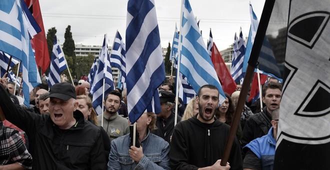 Seguidores del partido griego de ideología neonazi Amanecer Dorado, durante una manifestación en Atenas. AFP