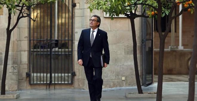 El presidente de la Generalitat en funciones, Artur Mas, a su llegada a la reunión semanal del Govern. EFE/Toni Albir