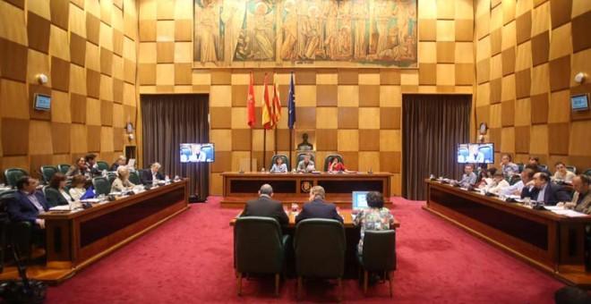 Pleno del Ayuntamiento de Zaragoza en el que se ha aprobado la interposición de la querella.