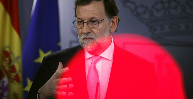 El presidente del Gobierno en funciones, Mariano Rajoy, durante la rueda de prensa posterior al último Consejo de Ministros del año.. REUTERS/Juan Medina
