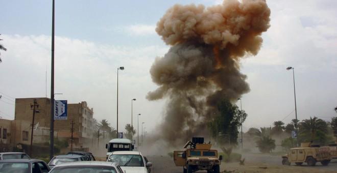 Estallido de coche bomba durante invasión americana. WIKIPEDIA