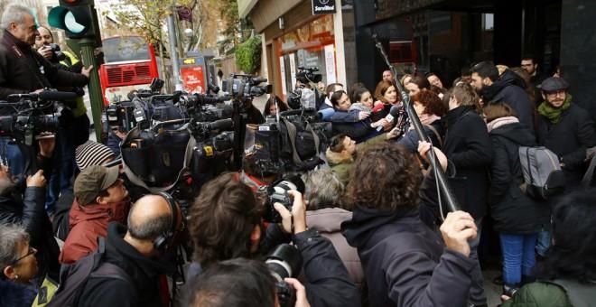 El líder de Podemos, Pablo Iglesias, atiende a los medios de comunicación a su llegada al Consejo Ciudadanos de la formación, que se reúne en Madrid para analizar la situación tras las elecciones del 20 de diciembre. EFE/J.P. Gandul