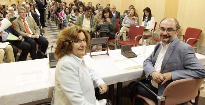 El presidente del Gobierno de Aragón, Javier Lambán, y su consejera de Ciudadanía y Derechos Sociales, Mariví Broto.
