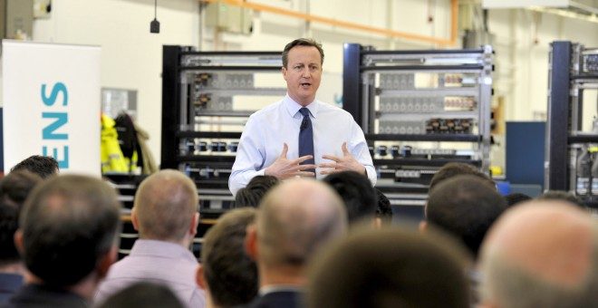Britain's Prime Minister David Cameron speaks to factory staff at the Siemens plant in Chippenham, southern England, February 2, 2016. European Council President Donald Tusk presented on Tuesday proposals for keeping Britain in the European Union to a mix