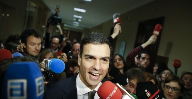 El líder del PSOE, Pedro Sánchez, en los pasillos del Congreso de los Diputados.-REUTERS