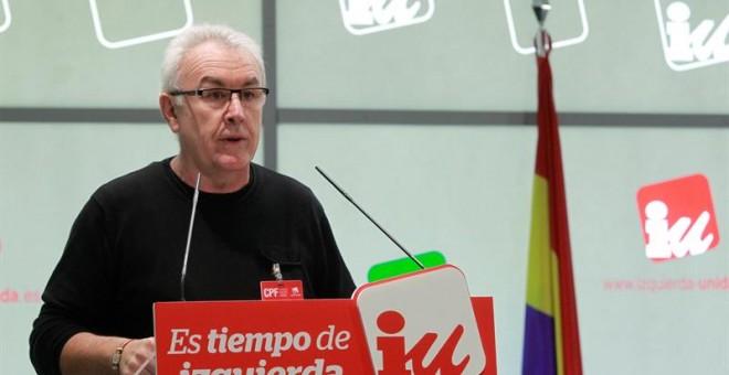 El coordinador general de Izquierda Unida, Cayo Lara, durante su intervención en el Consejo Político Federal, máximo órgano de dirección entre asambleas y compuesto por cerca de 220 miembros, en el que presenta hoy el informe político. EFE