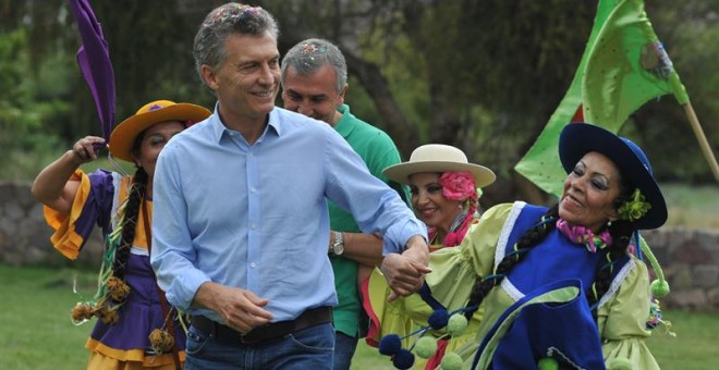 Fotografía cedida por Presidencia del mandatario argentino, Mauricio Macri (c), EFE