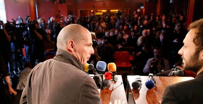 El exministro griego, Yanis Varoufakis, durante la presentación del MovImiento Democracia en Europa 2025 en Berlín. REUTERS