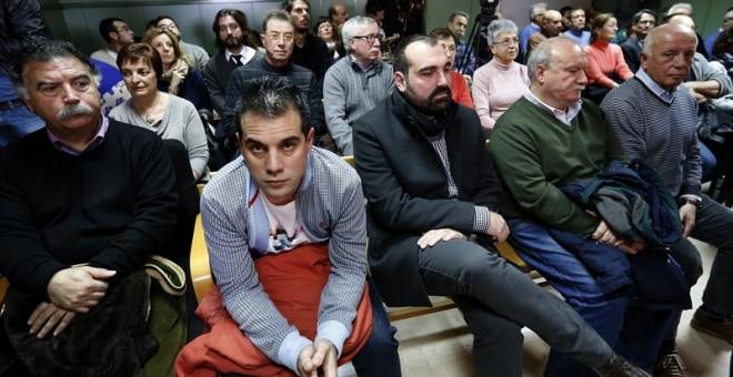 Varios de los sindicalistas de Airbus acusados, en el banquillo durante la priMera sesión del su juicio.-EFE