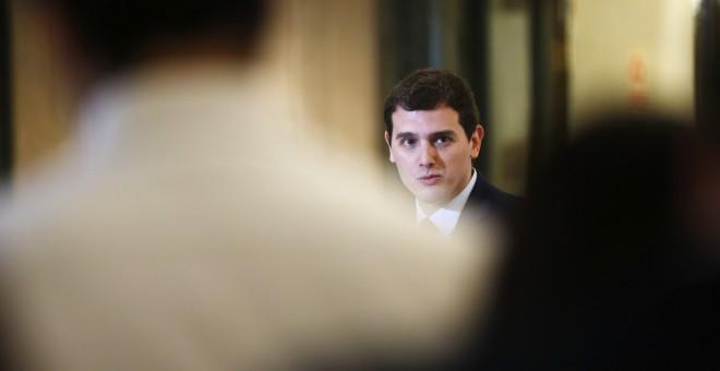 El líder de Ciudadanos, Albert Rivera, en su comparecencia ante los periodistas tras su reunión con el presidente del Gobierno en funciones, Mariano Rajoy. REUTERS/Susana Vera