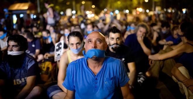 Manifestación en Madrid contra la entrada en vigor de la Ley de Seguridad Ciudadana, conocida como la 'ley mordaza'. AFP
