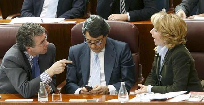 Francisco Granados, Ignacio González y Esperanza Aguirre, durante un pleno sobre la trama de espías. EFE/Fernando Alvarado